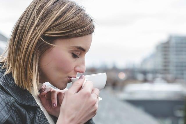 Recettes de thé de détoxification matinale pour un corps sain et une peau éclatante de santé