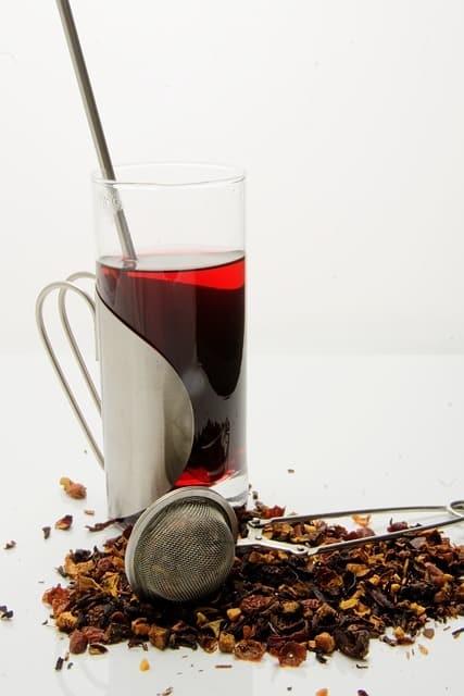 Comment utiliser un infuseur à thé ? (la méthode idéale pour déguster)