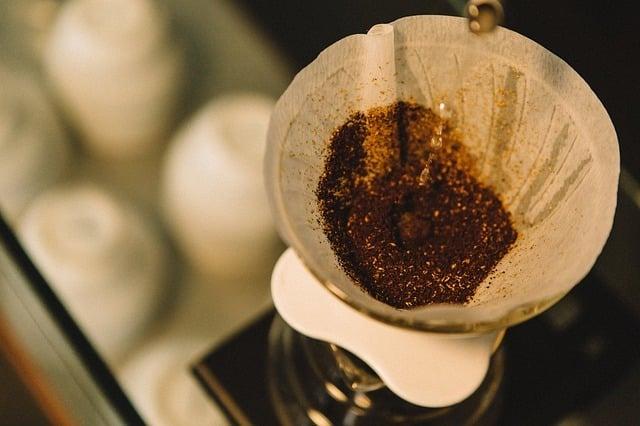 La caféine du thé donne-t-elle mal à la tête ? (scientifique)