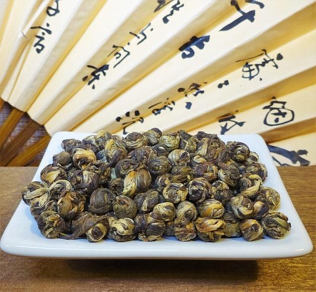 préparation de thé au jasmin