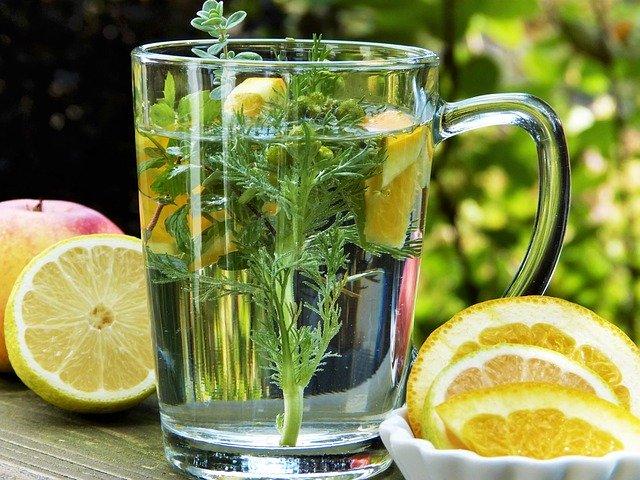 Le thé vous déshydrate-t-il? (les vraies raisons)