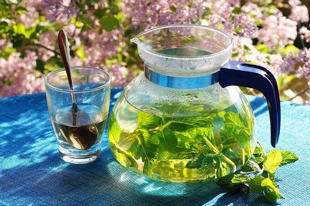 preparer un thé à la menthe