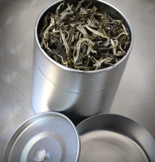 Est-ce que le thé se périme ? (et comment le conserver)