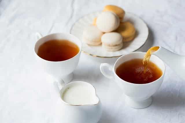 bon geste pour boire du thé
