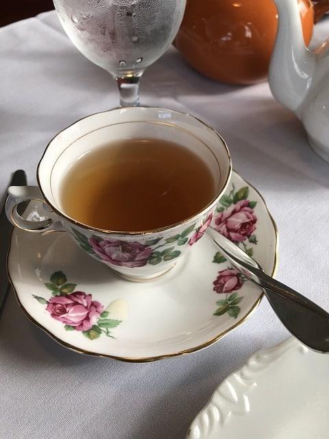 Comment boire du thé comme une reine (ou un roi)