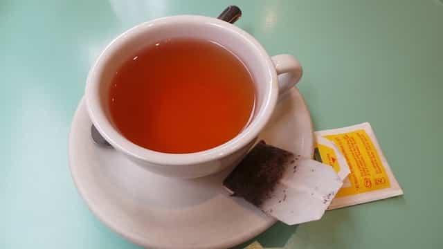 Que faire avec des sachets de thé périmés ? (13 utilisations étonnantes)