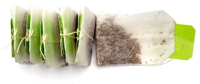 Sachet de thé et compost : c'est possible ? (guide pas à pas)