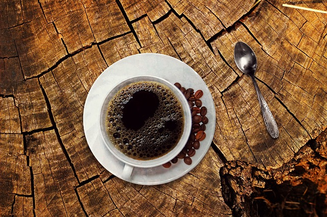 10 Façons de Commencer Votre Journée Sans Caféine