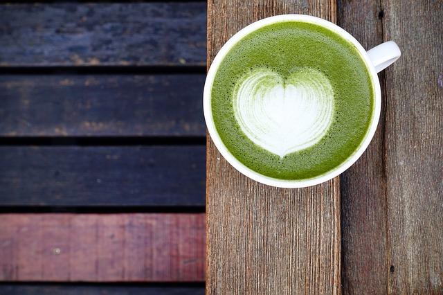Le Thé Vert Matcha Au Lait (avec de la mousse)