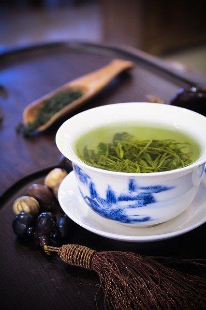 Boire du Thé vert à Jeun, Est-ce une Bonne Idée ? (vraiment)